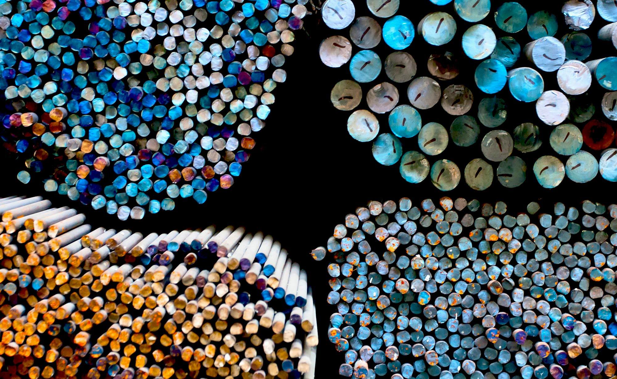 foto di tondini colorati in magazzino presso Vicini Tubi spa prodotti siderurgici e tubi strutturali Firenze