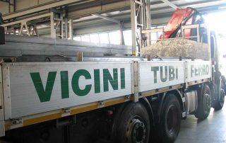 foto della fiancata di camion di Vicini Tubi spa Firenze
