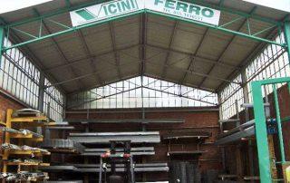 foto magazzino esterno con insegna di Vicini Tubi spa Firenze